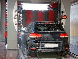 ガソリンスタンドの洗車場